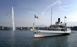 Un bateau français sur le Lac Léman le 1er octobre 2007 à Genève