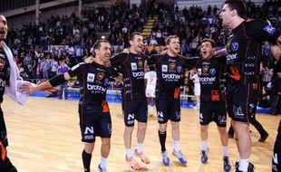 Montpellier, sacré à distance jeudi grâce à la défaite de Chambéry à Nantes (27-22), a fêté son 14e titre de champion de France de handball avec une large victoire (36-28) sur Dunkerque vendredi soir.