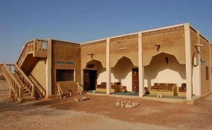 Un communiqué signé d'Al-Qaïda au Maghreb islamique (Aqmi) mais non authentifié a revendiqué jeudi les enlèvements fin novembre au Mali de deux Français et de trois Européens.
