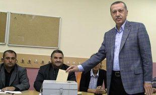 Le Premier ministre turc Recep Erdogan vote à un référendum le 12 septembre 2010.