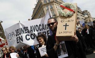 Avocats et magistrats manifestent à Paris, le 11 avril 2018.