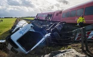 Un camion-citerne est entré en collision avec un train, qui a ensuite déraillé, le 18 novembre 2016 aux Pays-Bas