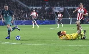 Hugo Lloris a été expulsé pour une sortie non maîtrisée lors de PSV Eindhoven-Tottenham en Ligue des champions, le 24 octobre 2018.