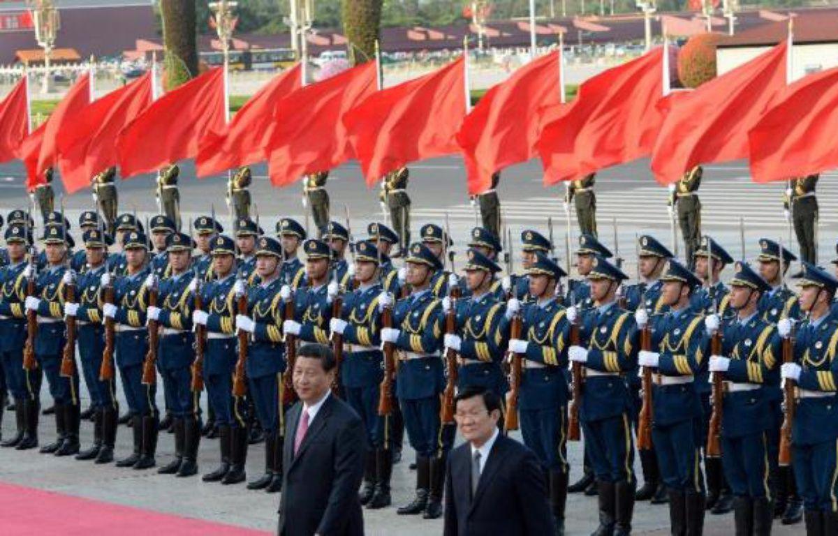 """La Chine et le Vietnam ont décidé d'ouvrir un """"téléphone rouge"""" entre Pékin et Hanoï pour gérer leur conflit territorial en mer de Chine du sud, a annoncé jeudi la presse officielle à l'occasion de la visite du président vietnamien Truong Tan Sang. – MARK RALSTON AFP"""