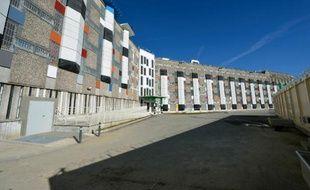 La facade d'un des bâtiments de la prison de Fleury-Mérogis, près de Paris, rénovée et photographiée le 31 octobre 2013