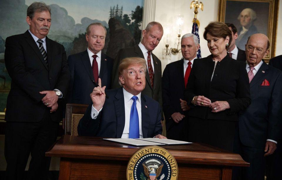 Guerre commerciale: Trump double la mise et menace Pékin de 100 milliards de taxes en plus