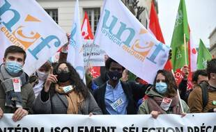Une manifestation contre la précarité des étudiants, accentuée par le Covid-19, à Paris, le 16 mars 2021.