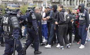 Les forces de l'ordre ont de nouveau tenté de canaliser les lycéens hier.