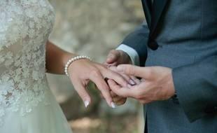 Les participants de l'émission contractent un mariage réel.