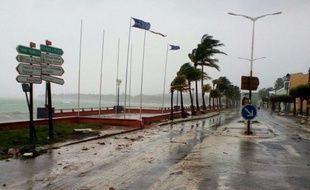 Une route de Sainte-Anne, en Guadeloupe