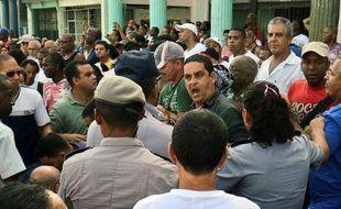Plusieurs dizaines d'opposants cubains, dont Guillermo Fariñas, prix Sakharov 2010 du Parlement européen, ont été arrêtés mardi lors des obsèques du dissident Oswaldo Paya, dont les circonstances du décès, dimanche dans un accident de voiture, restaient controversées.
