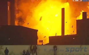 Une usine explose pendant un match en Roumanie le 5 novembre 2015.