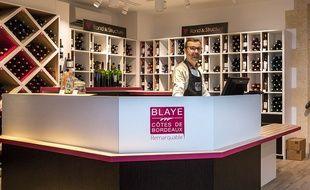 Les soignants peuvent venir retirer leur bouteille à la Maison du vin de Blaye.
