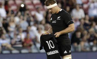 Le capitaine des Blacks rend hommage à Maradona .