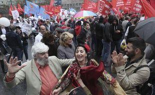 Des militants communistes défilent dans les rues de Moscou pour demander des élections municipales transparentes, samedi 17 août.