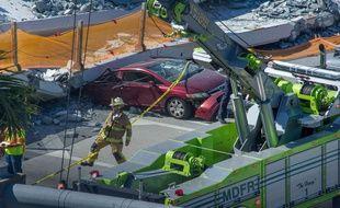 Au moins huit véhicules ont été écrasés par l'effondrement d'un pont à Miami, et le bilan humain reste incertain.