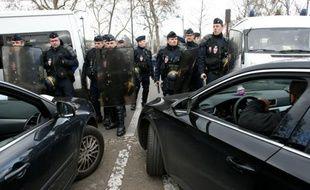 Les chauffeurs de VTC et Loti ont entamé lundi une nouvelle opération escargot, le 3 février 2016 Paris