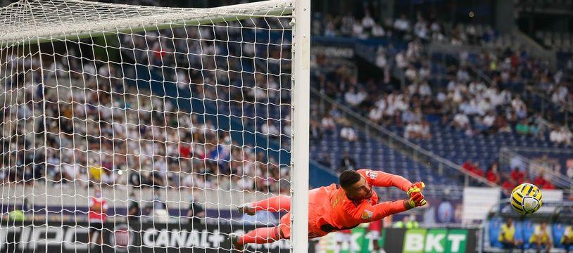 Lopes lors de la finale de Coupe de la Ligue contre le PSG