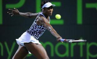 Venus Williams s'est offert le luxe de battre vendredi au 2e tour du tournoi de Miami la N.3 mondiale Petra Kvitova, en finissant sur un set blanc, alors qu'elle dispute en Floride son premier tournoi WTA depuis plus de six mois et la révélation de sa maladie.