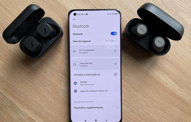Le Xiaomi Mi 11 Ultra peut alimenter en simultané deux paires d'écouteurs intra-auriculaires.