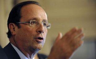 """François Hollande a adressé mercredi une """"sévère mise au point"""" à son équipe de campagne lors d'une réunion de son conseil politique, après la critique de l'aile gauche du PS sur sa mesure phare relative aux 60.000 postes dans l'éducation, a-t-on appris auprès de participants."""