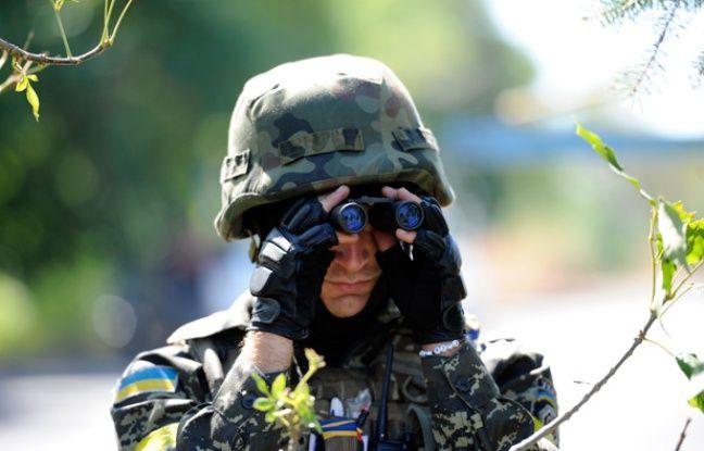 Un soldat ukrainien à Novoazovsk, dans l'est de l'Ukraine, le 27 août 2014.