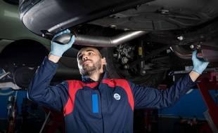 Ce garagiste a-t-il le jingle Speedy en boucle dans la tête quan dil travaille ?