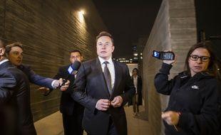 Le patron de Tesla Elon Musk à sa sortie du tribunal, à Los Angeles, le 6 décembre 2019.