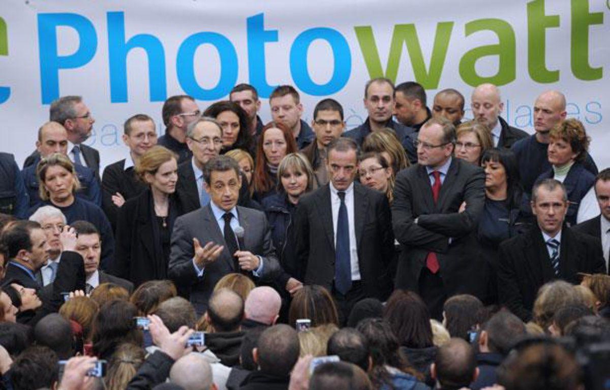 Le président de la République Nicolas Sarkozy au milieu des salariés de l'entreprise Photowatt à Bourgoin-Jallieu, en Isère, le 14 février 2012. – P. WOJAZER/AFP PHOTO POOL