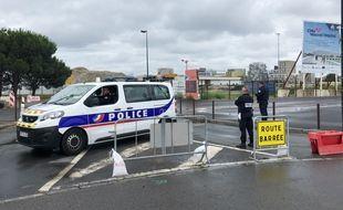 Le quai Wilson fermé par la police nationale, sur l'île de Nantes.