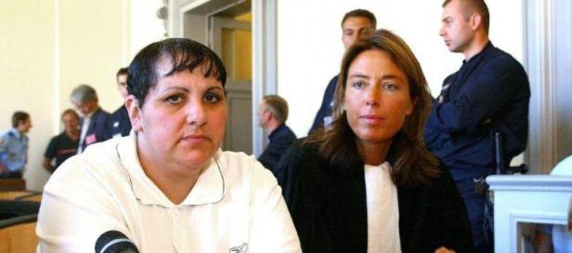 Myriam Delay Badaoui et son avocate Pascale Pouille Deldicque lors de son procès le 8 Juin 2004 au palais de justice de Saint-Omer