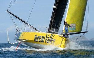 Revenu de l'arrière, Louis Burton peut désormais gagner le Vendée Globe.