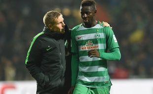 Ousman Manneh, arrivé en tant que réfugié politique en Allemagne il y a deux ans, évolue aujourd'hui en Bundesliga avec le Werder Brême.