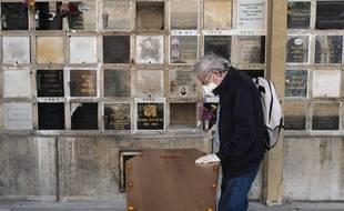 Cérémonie d'obsèques à Paris au Père Lachaise en avril 2020 (illustration)