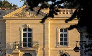 La façade de La grande maison, restaurant gastronomique de Bernard Magrez et Joël Robuchon à Bordeaux