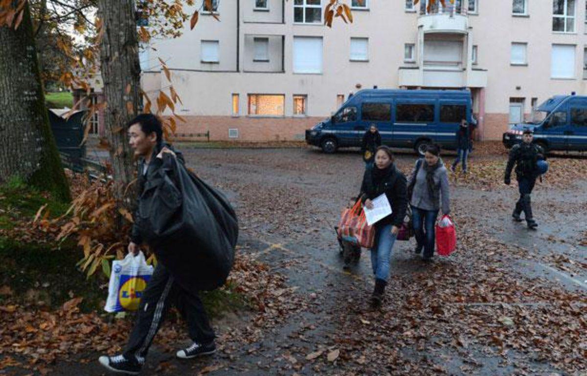 Des migrants évacués du squat qu'ils occupaient à Pacé (Ille-et-Vilaine), le 27 novembre 2012 – David Vincent/AP/SIPA
