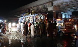 Au moins dix personnes sont mortes lundi et 23 ont été blessées dans l'explosion d'une bombe visant un autocar à Quetta dans la province du Balouchistan