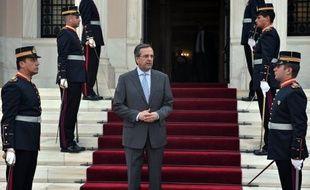 La fermeture soudaine de la radiotélévision publique ERT, entraînant le licenciement d'environ 2.700 employés, s'inscrit dans le cadre des engagements de la Grèce pour poursuivre les réformes et réduire le secteur public, a indiqué dimanche le Premier ministre conservateur Antonis Samaras.