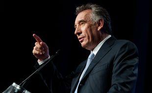 Attaqué par Nicolas Sarkozy, François Bayrou a sorti les gros calibres.