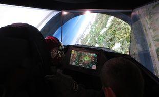 Aux commandes virtuelles d'un F-35.