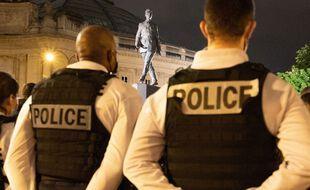 Un rassemblement de policiers devant le commissariat du 8e arrondissement de Paris, en hommage à Eric Masson, le 8 mai 2021.
