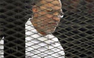 """Déclarés """"terroristes"""" en Egypte, les Frères musulmans vivent désormais dans la peur permanente d'être dénoncés ou arrêtés."""