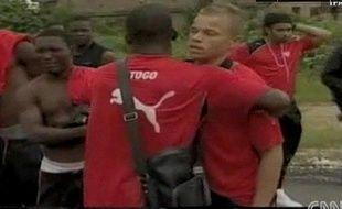 Capture d'écran d'une télévision angolaise montrant les joueurs de la sélection du Togo, après la'ttaque de leur bus par des rebelles.