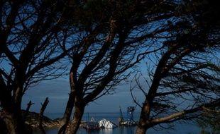A quelques jours du premier anniversaire du naufrage du Concordia, la tragédie continue de hanter les habitants de l'île du Giglio, impatients d'être débarrassés de l'énorme épave qui git encore devant le petit port.