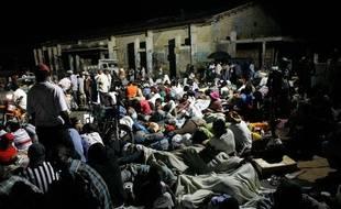 Sans-abri ou craignant de nouvelles répliques, des milliers d'Haïtiens ont passé la nuit dehors.