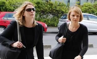 Rachel Lambert (à droite), le 9 juin 2016 à Reims, accompagnée de son avocate.