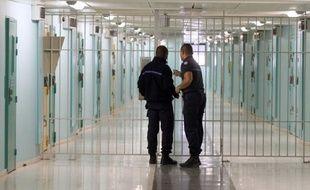 Le nombre de détenus dans les prisons françaises a atteint le 1er février un nouveau record historique, avec 65.699 personnes incarcérées, selon les statistiques mensuelles de l'administration pénitentiaire (AP) publiées vendredi.