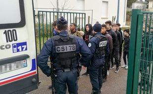 Près de 150 personnes ont été arrêtées à Mantes-la-Jolie, dans les Yvelines, le 6 décembre 2018.