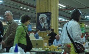 Vélos, fauteuils, vêtements, téléphones portables ou électroménager, la grande vente annuelle d'objets récupérés et rénovés par les Compagnons d'Emmaüs aura lieu dimanche à Paris, au parc des expositions de la Porte de Versailles.
