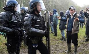 Des gendarmes au cœur de la ZAD de Notre-Dame-des-Landes.